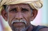 Per lo stato è morto, ma in realtà è vivo: lo strano caso di Santosh Singh